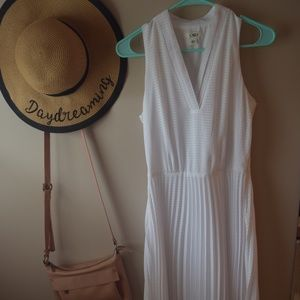 Vintage Looking White Dress With A Pretty Design